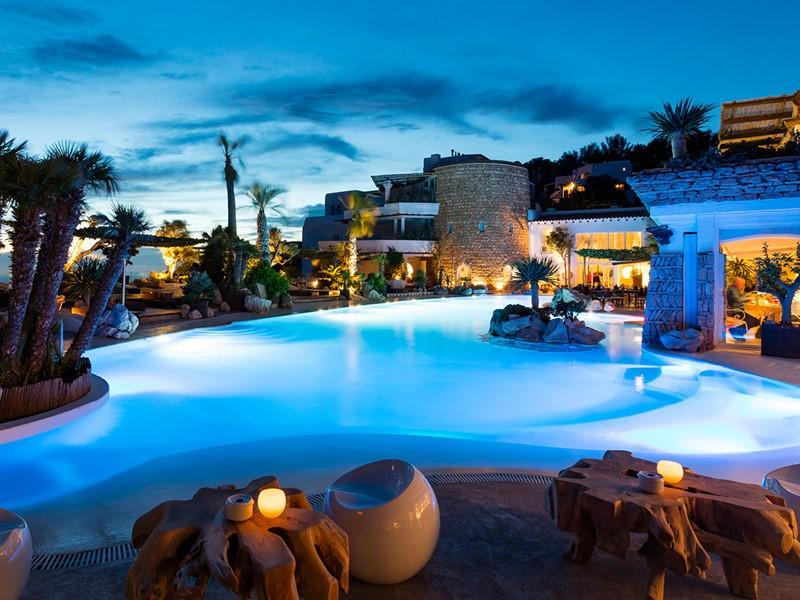 Profitez de la piscine de l'hôtel Hacienda Na Xamena