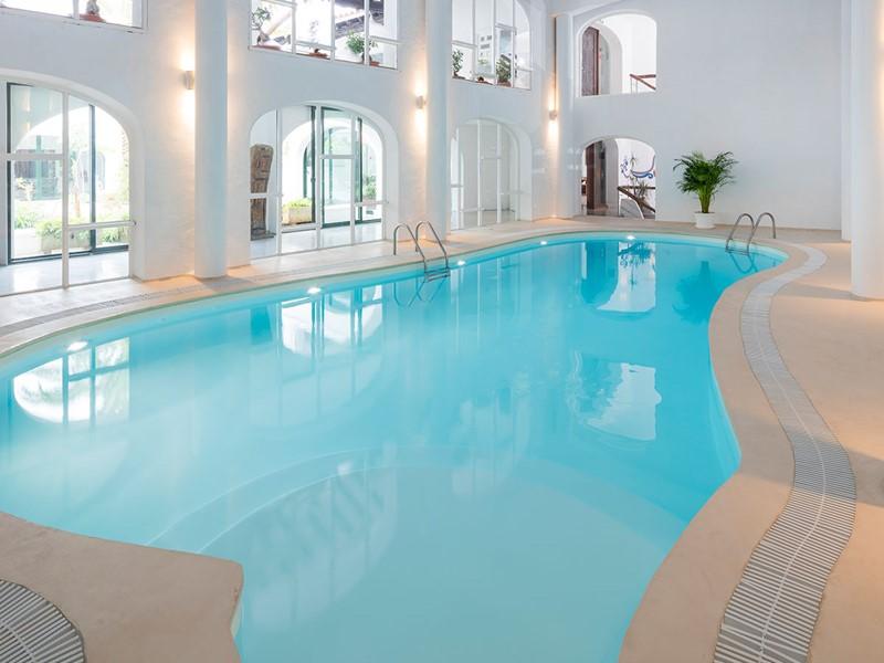 La piscine interne de l'hôtel Hacienda Na Xamena