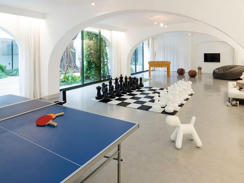 La salle de jeu de l'Hacienda Na Xamena à Ibiza