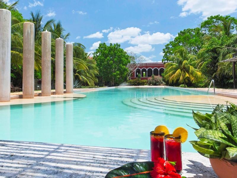 Rafraichissez vous au bord de la belle piscine de l'Hacienda Temozon