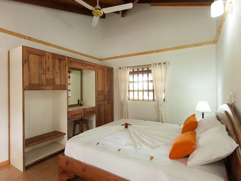 La Three Bedroom Villa de l'Heliconia Grove à Praslin