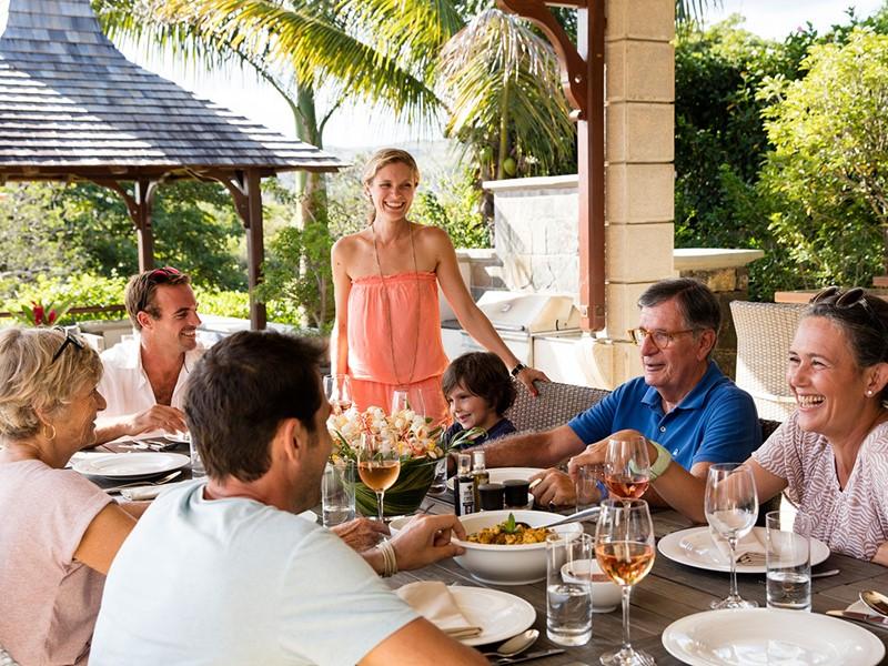Savourez un repas en famille dans votre villa