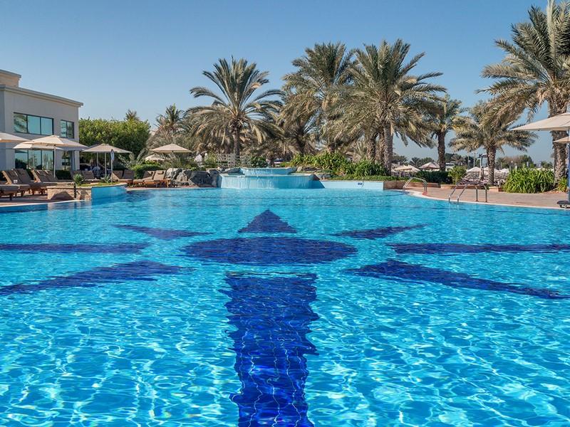 La piscine de l'hôtel Hilton à Abu Dhabi