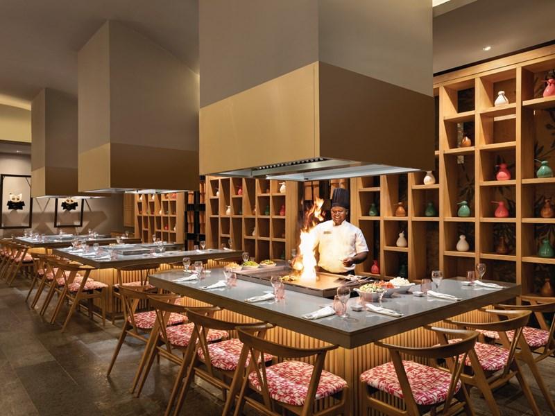Le chef à l'oeuvre au restaurant Sakura