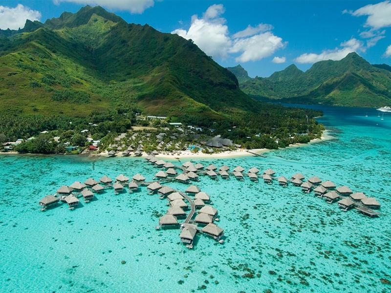 Vue aérienne de l'hôtel Hilton Moorea Lagoon Resort and Spa  en Polynésie