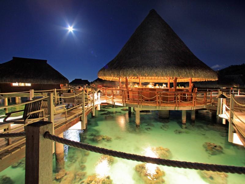 Le bar Toatea de l'hôtel Hilton Moorea en Polynésie