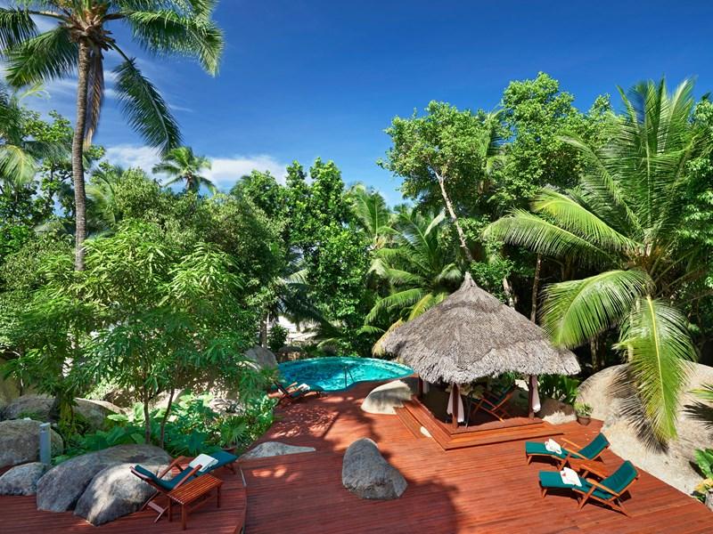 Le spa, nichéau coeur de la végétation tropicale