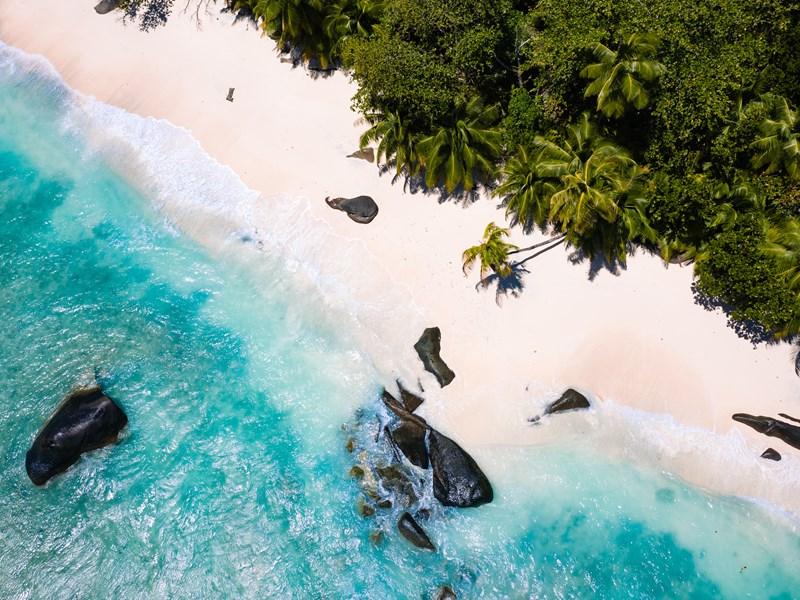 Vue de la plage immaculée