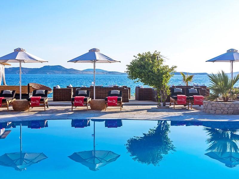 La superbe piscine de l'hôtel
