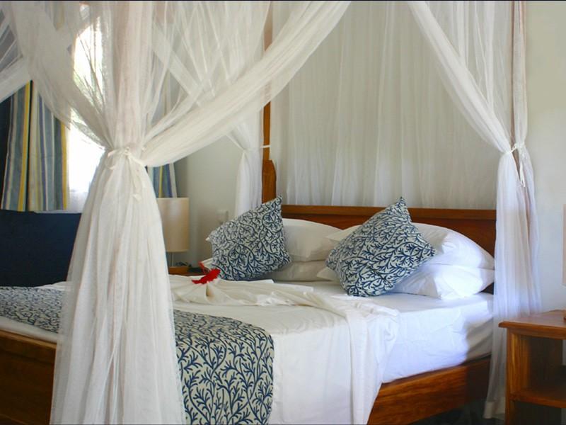 Les chambres et leur décoration simple et épurée
