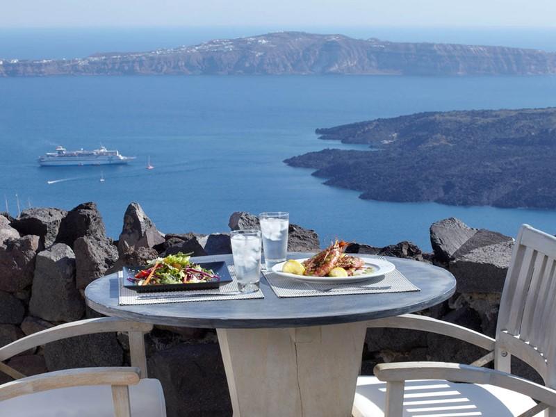 Repas face à la mer Égée