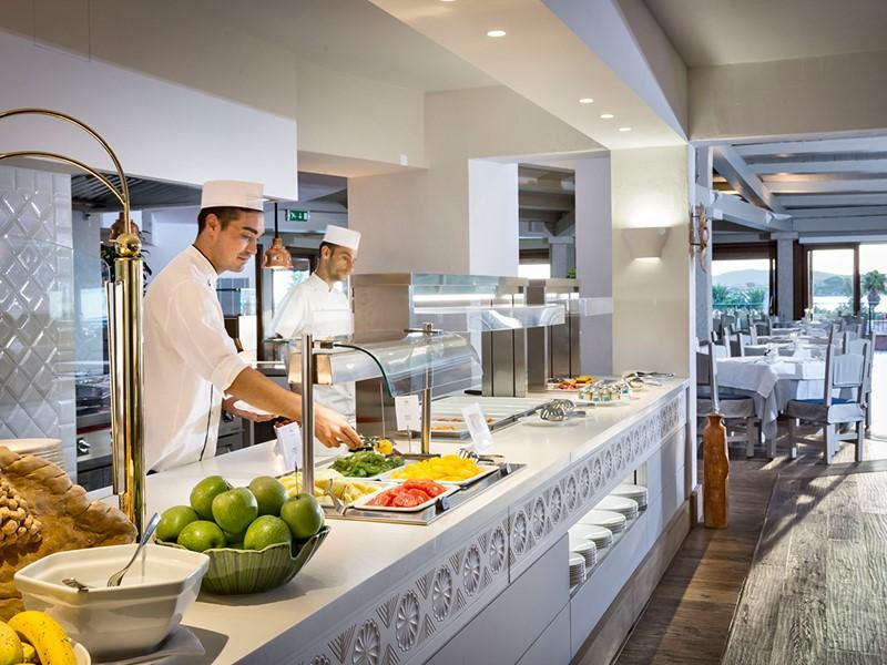 Le restaurant principal Mediterraneo
