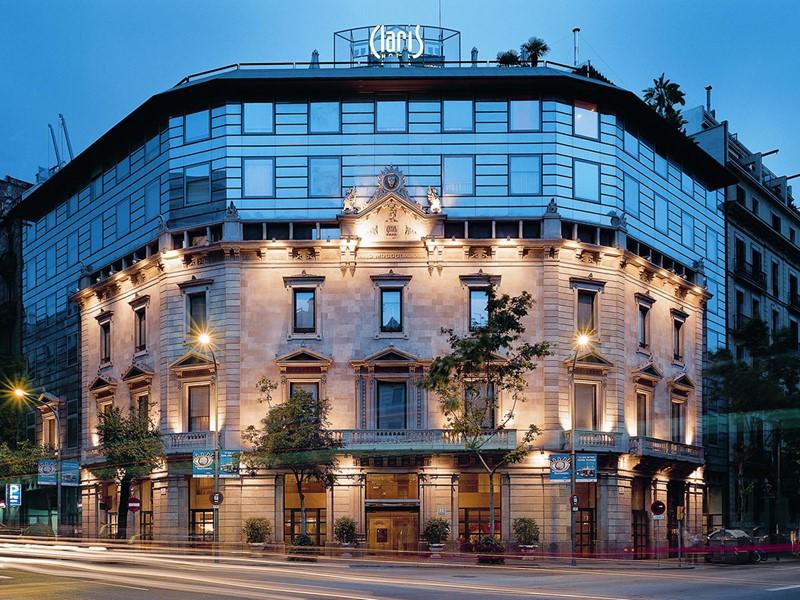 Vue exterieure de l'hôtel Claris situé en plein centre de Barcelone