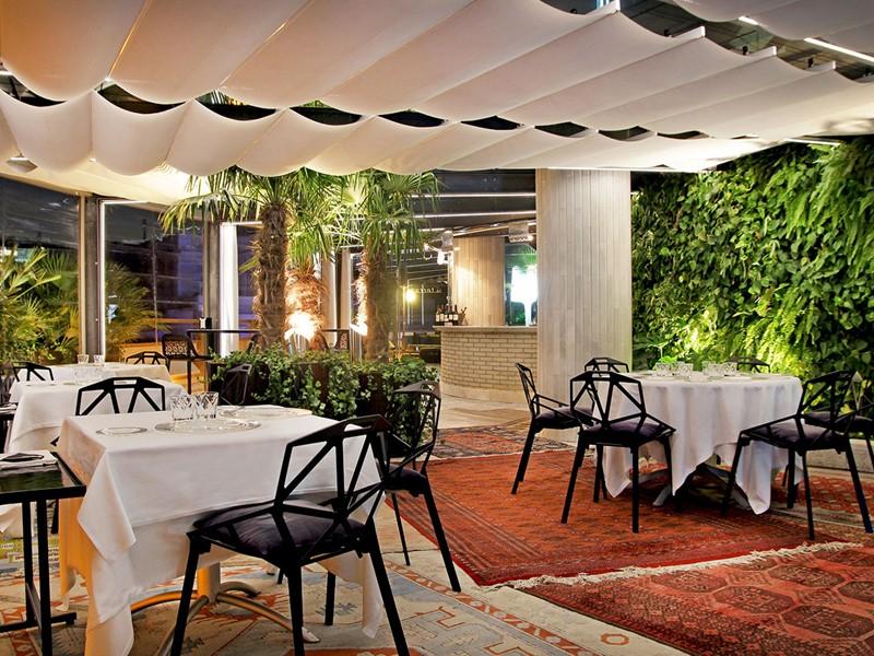 Le restaurant La Terazza Del Claris du Claris Hotel en Espagne