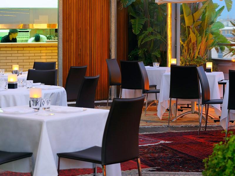 Autre vue du restaurant La Terazza Del Claris du Claris Hotel en Espagne