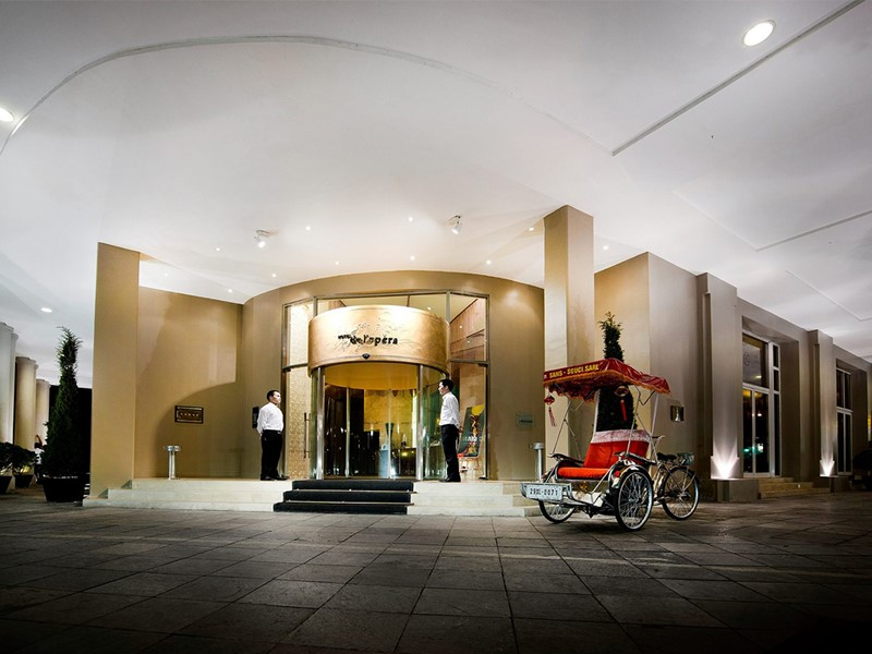 L'entrée de l'hôtel de l'Opéra situé en plein coeur d'Hanoi
