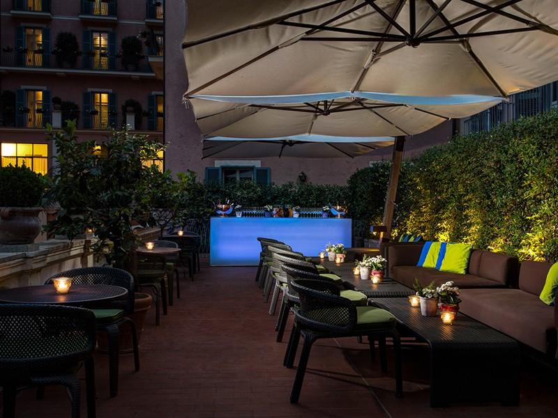 Détente sur la terrasse du Rocco Forte Hotel de Russie