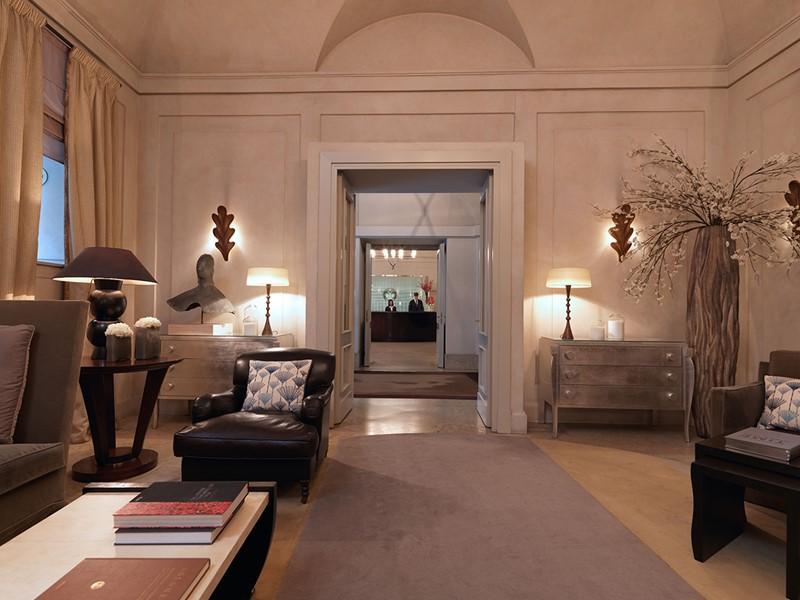 Le lobby de l'Hôtel de Russie en Italie