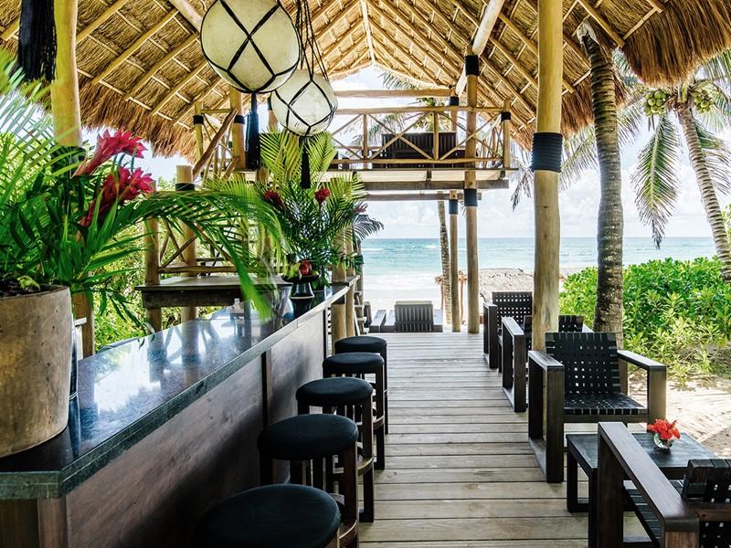 Rafraichissez vous au Beach Bar de l'hôtel Esencia