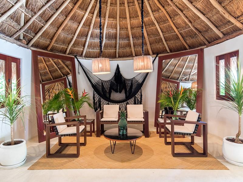 Le lobby de l'Esencia, un hôtel de charme au Mexique