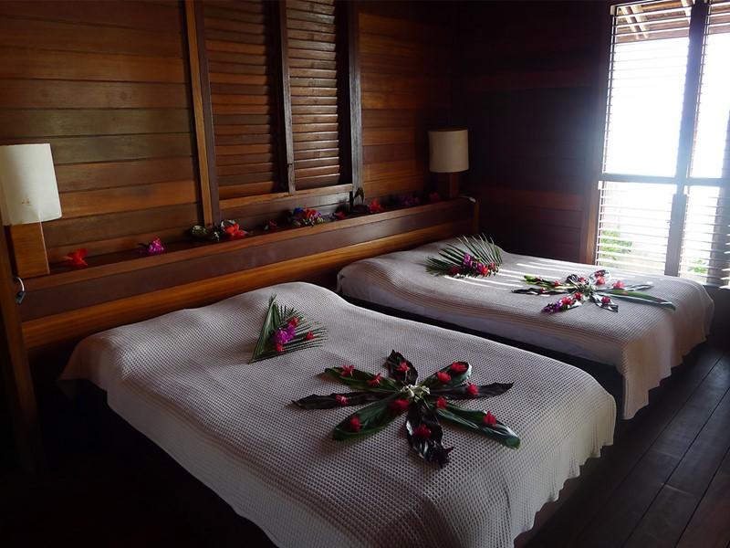 Chambre d'un bungalow à l'hôtel Matira
