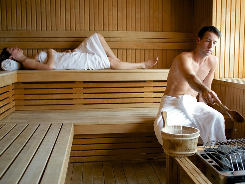 Le sauna de l'hôtel Sacacomie, situé au Canada