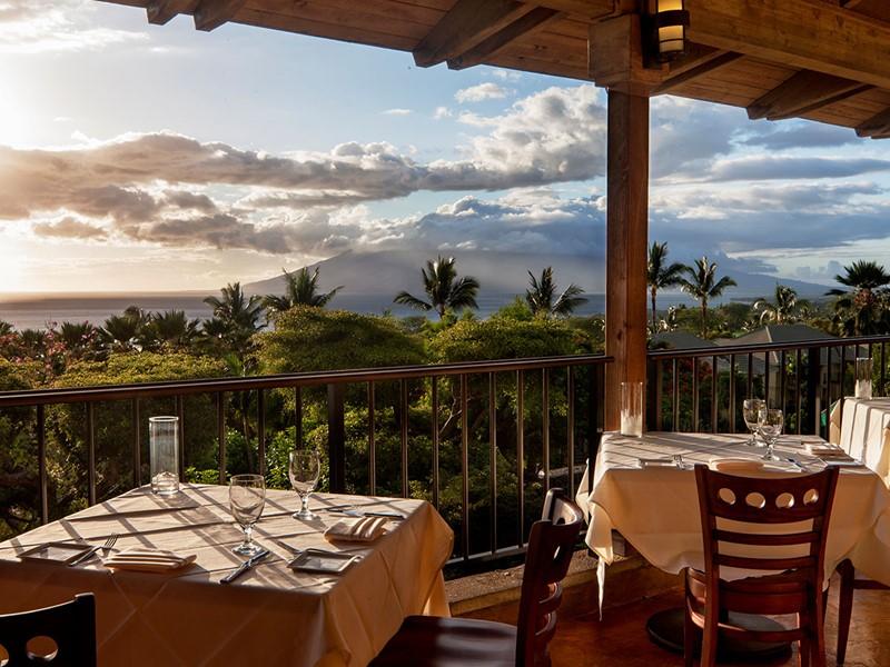 Dégustez un somptueux repas face à une végétation luxuriante du Wailea