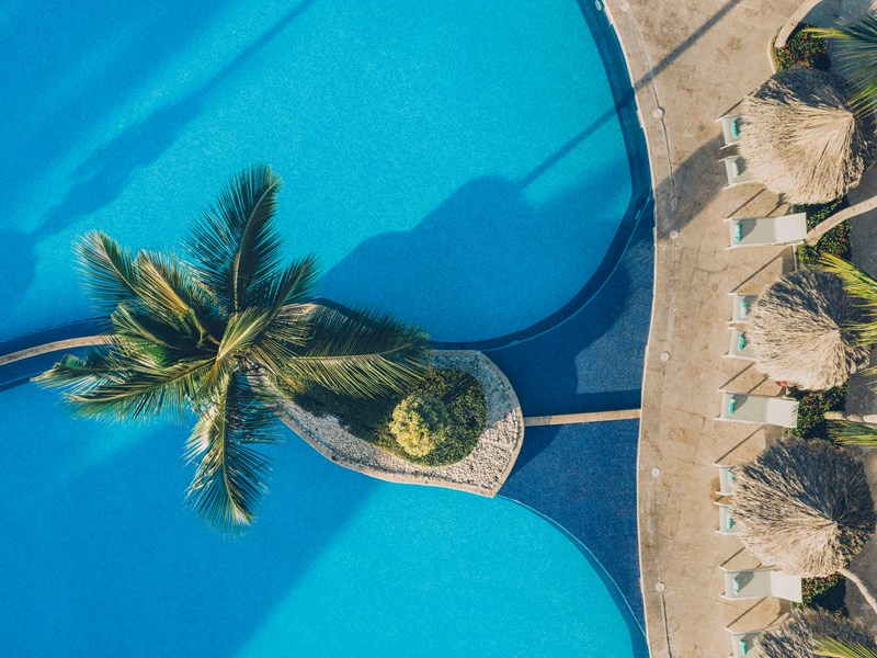 Détendez vous au bord de la piscine