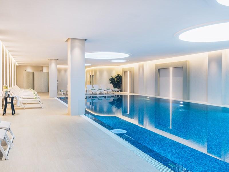 Ressourcez-vous dans la piscine intérieure