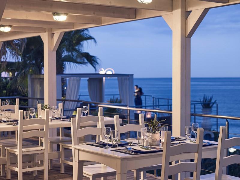Le restaurant En Lefko de l'hôtel Ikaros en Grèce
