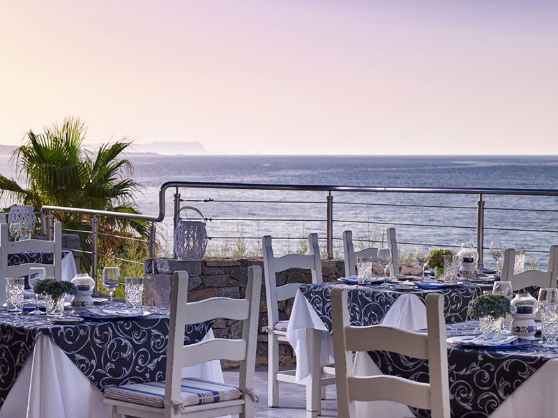 Le restaurant Veranda de l'Ikaros Beach Luxury Resort