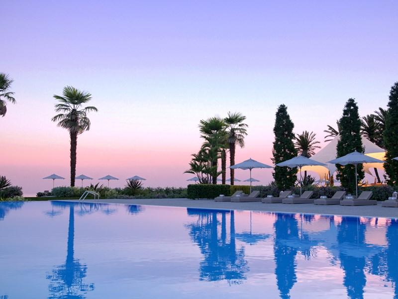Coucher de soleil au bord de la piscine