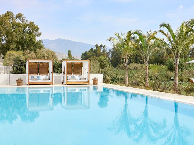 La piscine adulte, un coin de sérénité et de repos