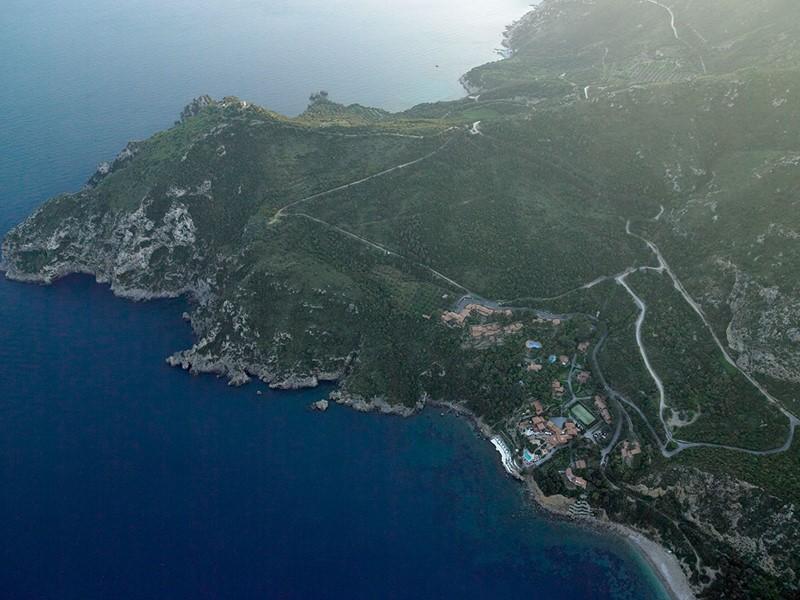 Vue aérienne de l'hôtel Il Pelicano en Italie