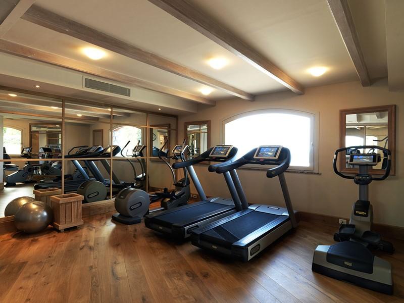 La gym de l'hôtel 5 étoiles Il Pelicano en Italie