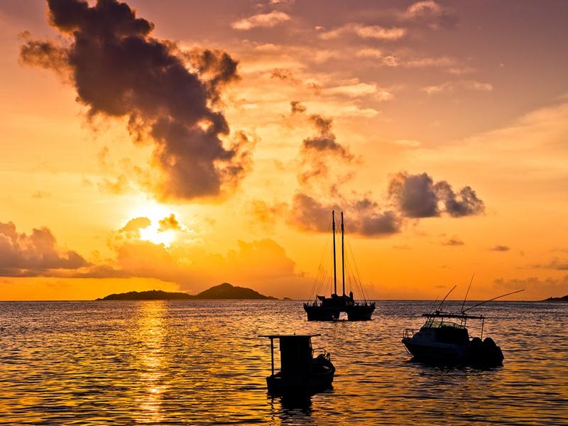 Contemplez un magnifique coucher de soleil depuis l'Indian Ocean Lodge