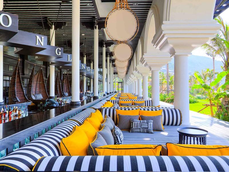 Le bar Long de l'hôtel Intercontinental Da Nang au Vietnam