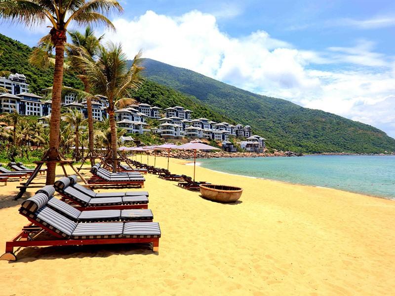 La plage de l'ntercontinental Da Nang situé dans les collines de Son Tra