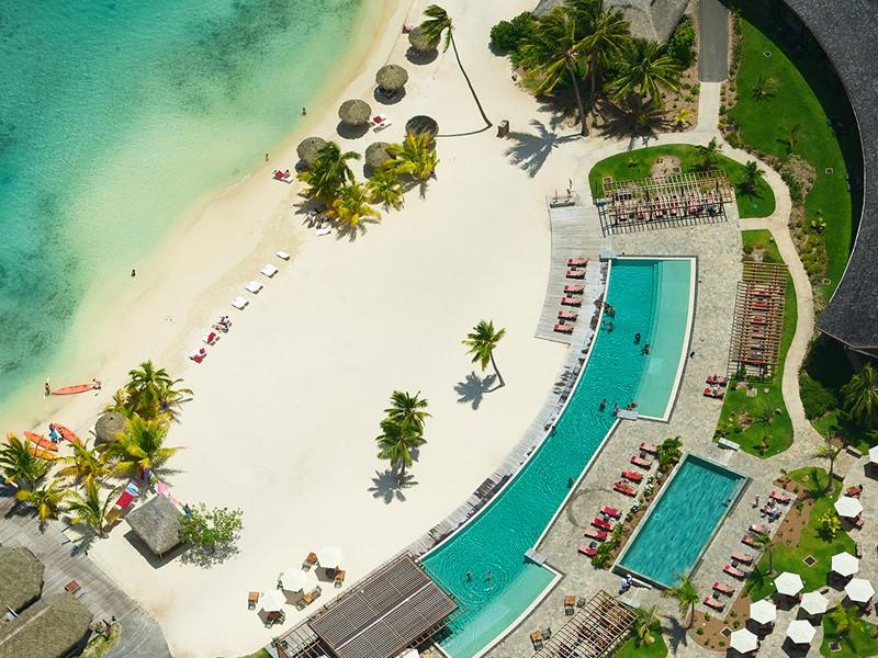 La plage de l'hôtel Intercontinental Moorea en Polynésie