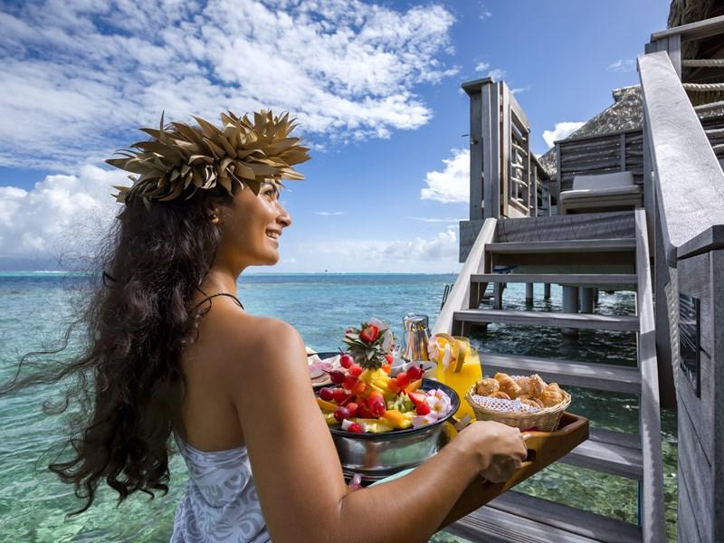 Copieux petit déjeuner face à l'océan