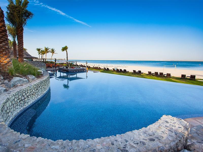 La piscine de l'hôtel Palm Tree Court à Dubaï