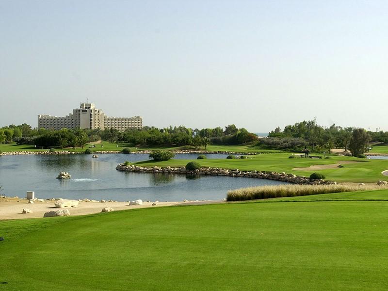 Le terrain de golf de l'hôtel Palm Tree Court