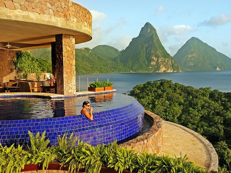 Le Jade Mountain est situé dans un environnement exceptionnel et paisible