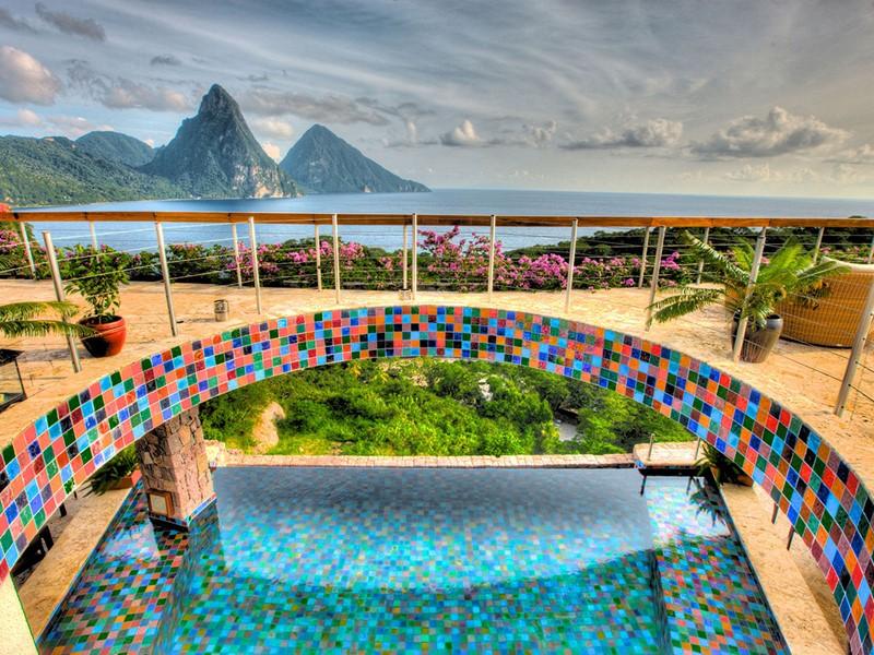 Immergez-vous dans un cadre splendide au Jade Mountain
