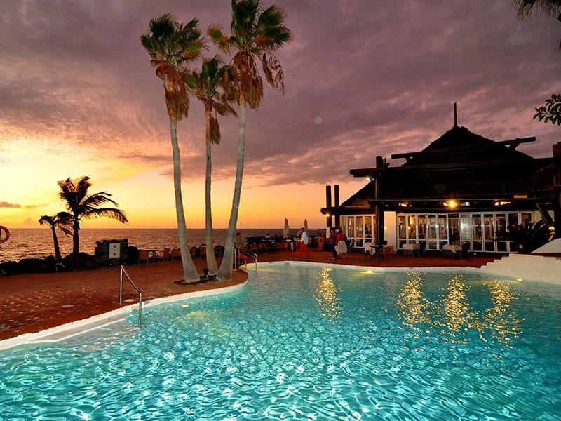 Vue de la piscine du Jardin Tropical Hotel