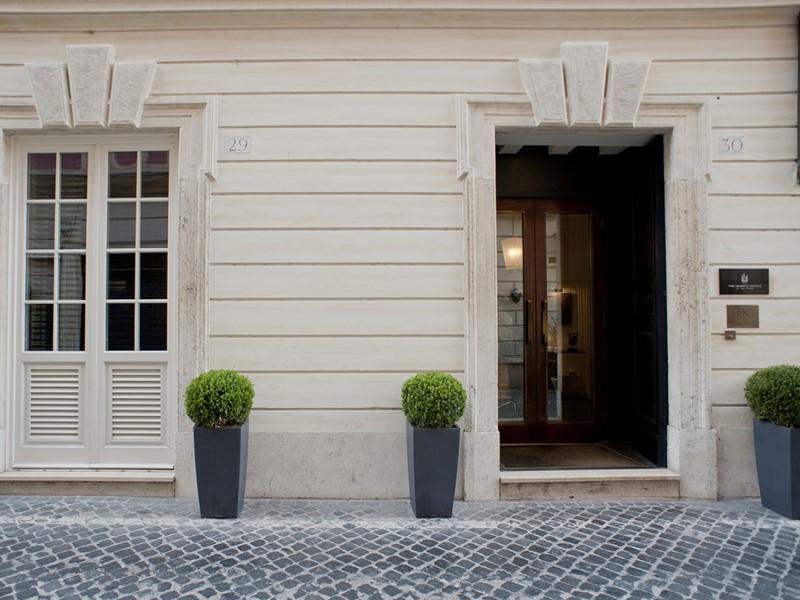 L'entrée du JK Place Roma, un boutique-hôtel de luxe