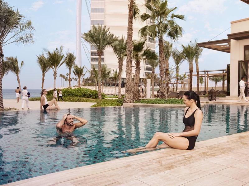 La superbe piscine du Jumeirah Al Naseem à Dubaï