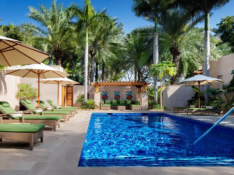 Profitez de la superbe piscine du spa du Jumeirah Al Naseem