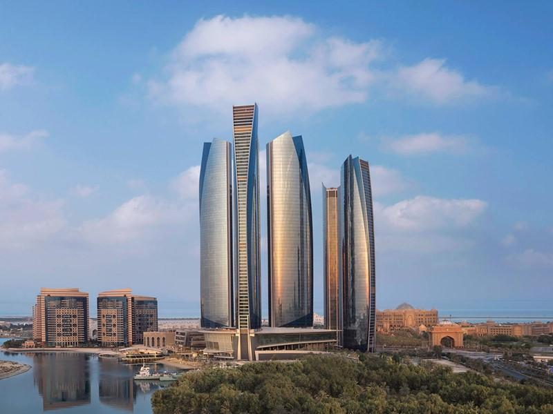Vue de l'impressionnant Jumeirah At Etihad Towers Hotel
