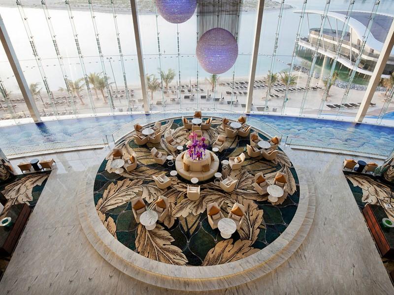 Le lobby du Jumeirah At Etihad Towers à Abu Dhabi